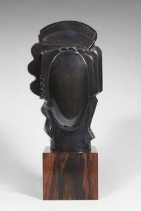 LUCIA, 2014  Bronze à patine noire reposant sur un socle en ébène Édition réalisée sur 8 exemplaires Signée et datée H 40 - L 16 - P 14 cm (H 15.7 - W 6.3 - D 5.5 in)
